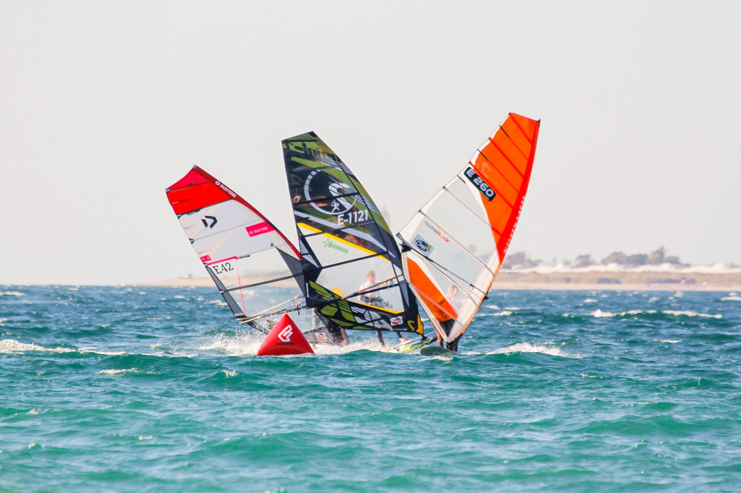 El mundial de windsurf junior PWA celebra su tercera edición en Almerimar